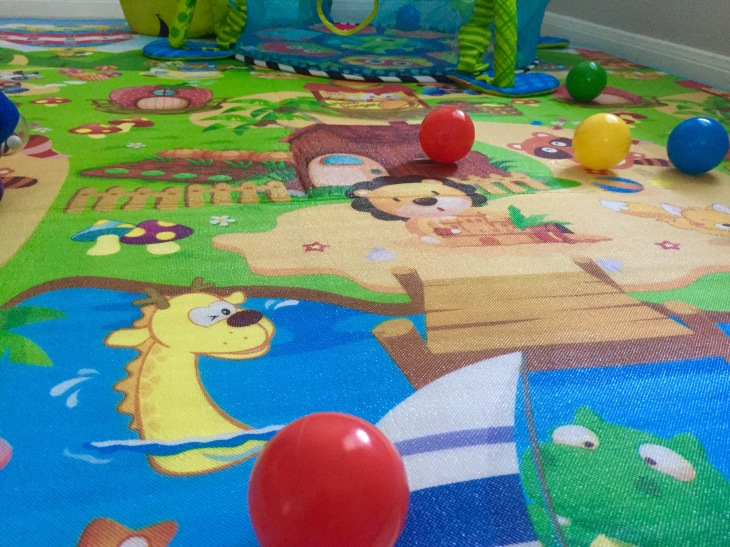 Activity mat for baby to play